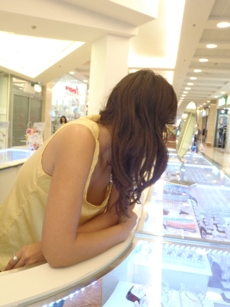 外人エロ画像w素人美女が胸チラwwwオッパイが綺麗でマジで最高やんwwwwwwwww 66 15