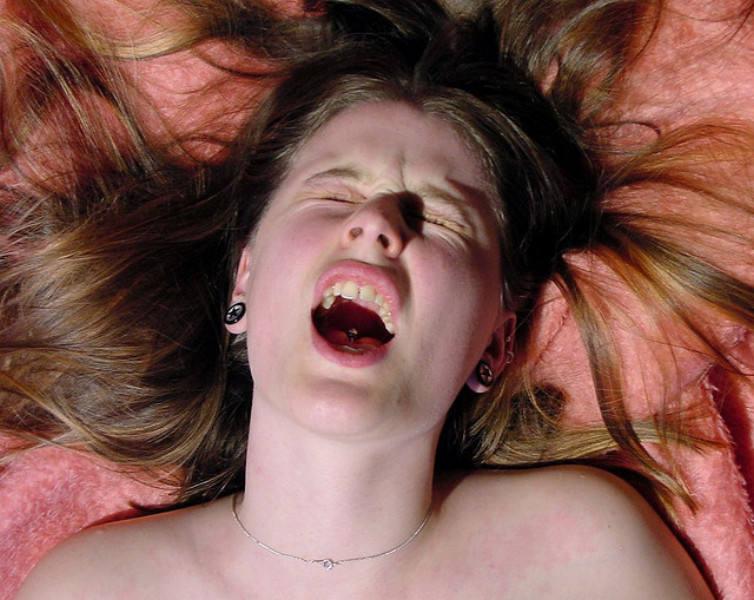 外国人エロ画像wマジイキwオーガニズムしちゃう素人美女が勃起回避不能wwwwwww 68 46