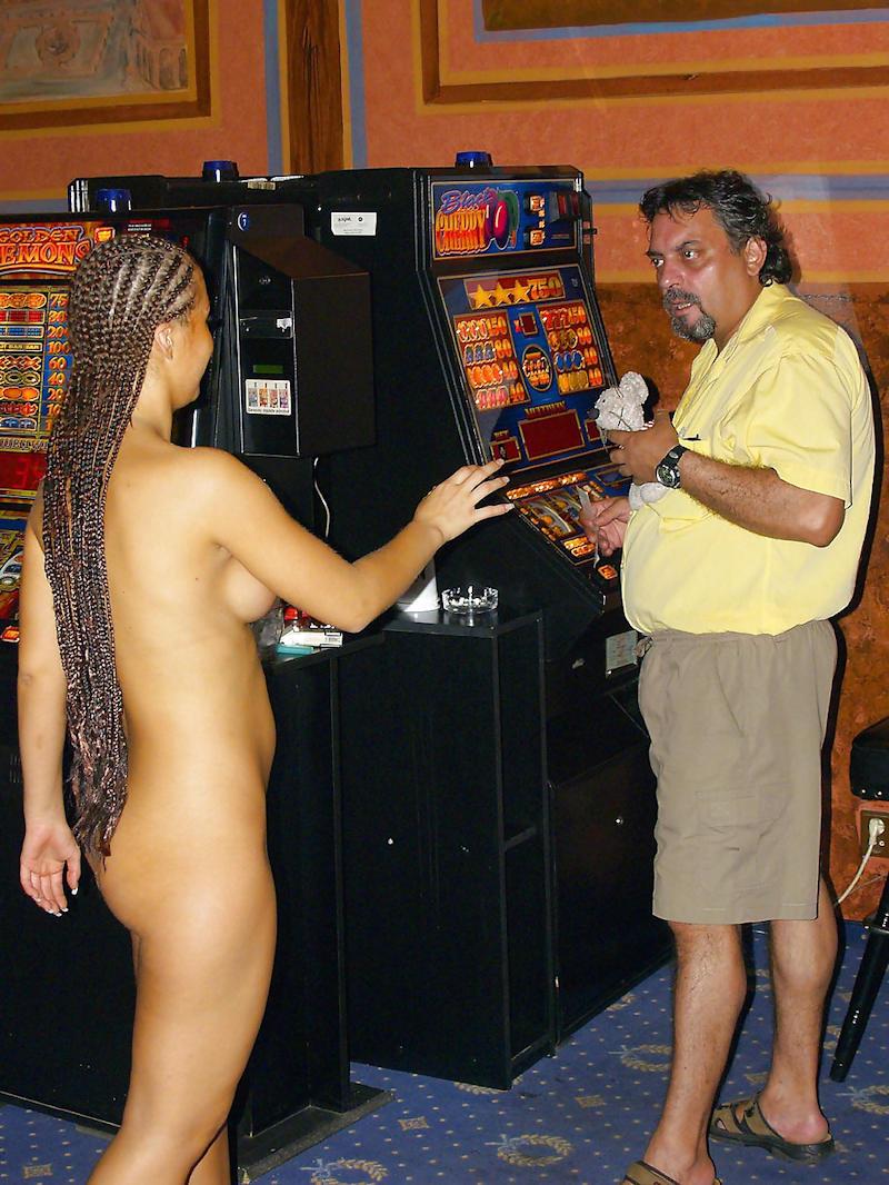 外国人のド派手すぎる露出狂ポルノエロ画像wwww 69 42