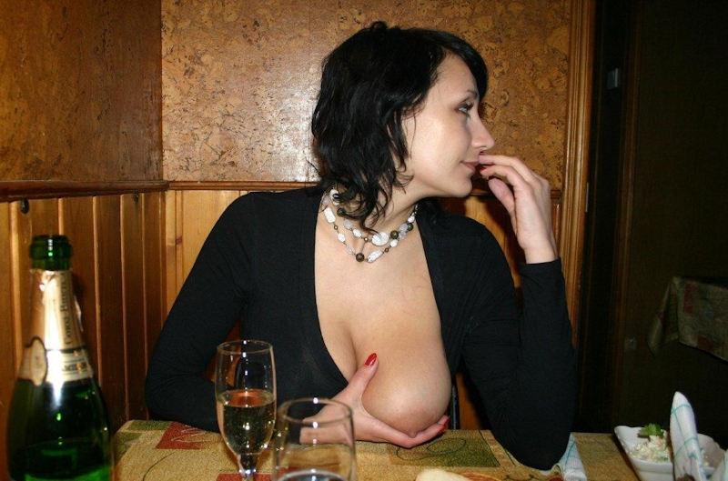 お店でおふざけwオッパイ丸出し露出狂だろwwwポルノエロ画像wwwwww 9 109