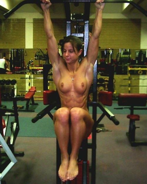 外人エロ画像wスポーツクラブでエロいおふざけしちゃう素人美女がヤバすぎるだろwwwwwww 9 48