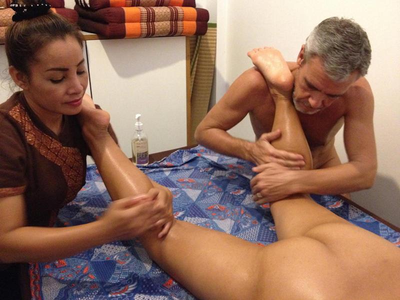 外国人エロ画像w全裸ヌードでえろマッサージwカメラ仕込んで盗撮したったwwwwww 1 3