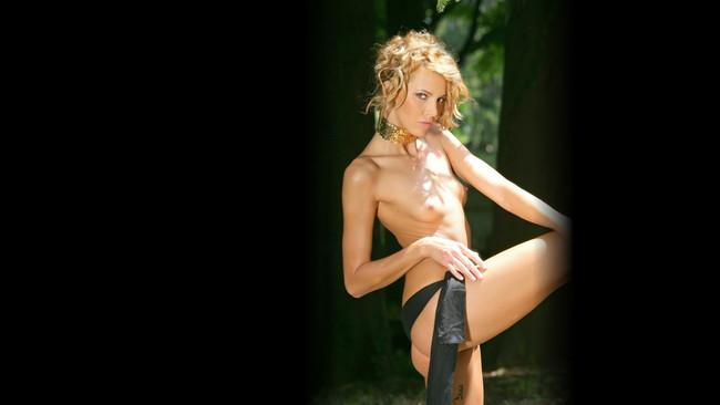外人エロ画像!スレンダー美女のヌード写真!おっぱい丸出しwマジで抜けるぞ~~~~ 1 30