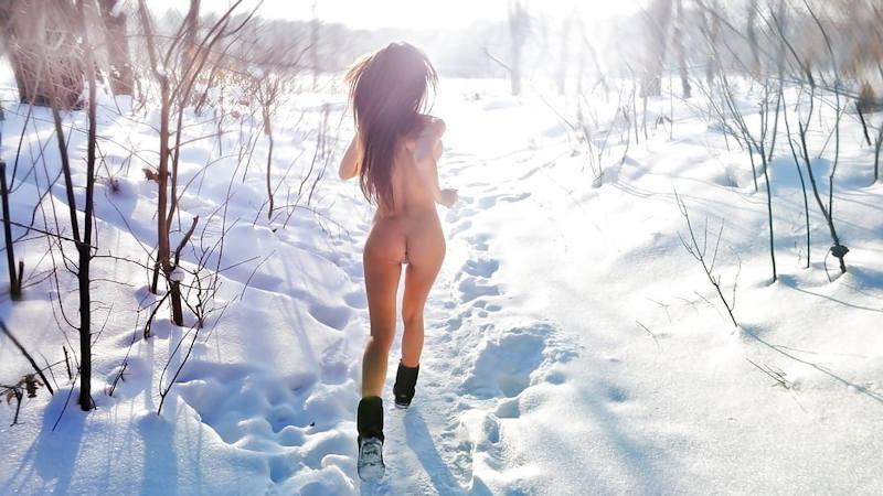 これヤバいだろ!!雪の中で全裸ヌード見せちゃうポルノ外国人エロ画像www 10 20
