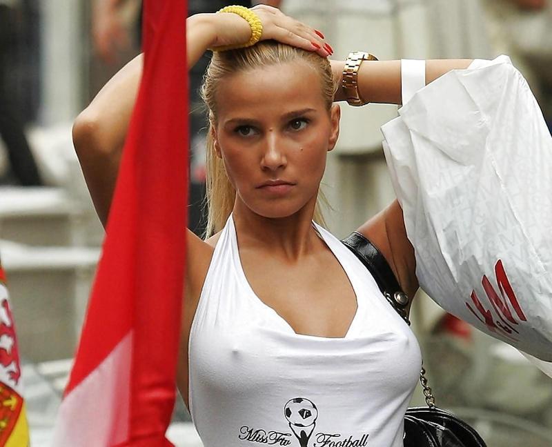 外国人エロ画像wノーブラで乳首フル勃起してる素人外国人がやばいwwww 10 4