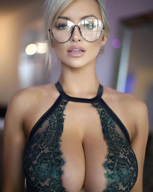 眼鏡の外人エロ画像!スタイル最高の素人がエロしこwwwww 11 55
