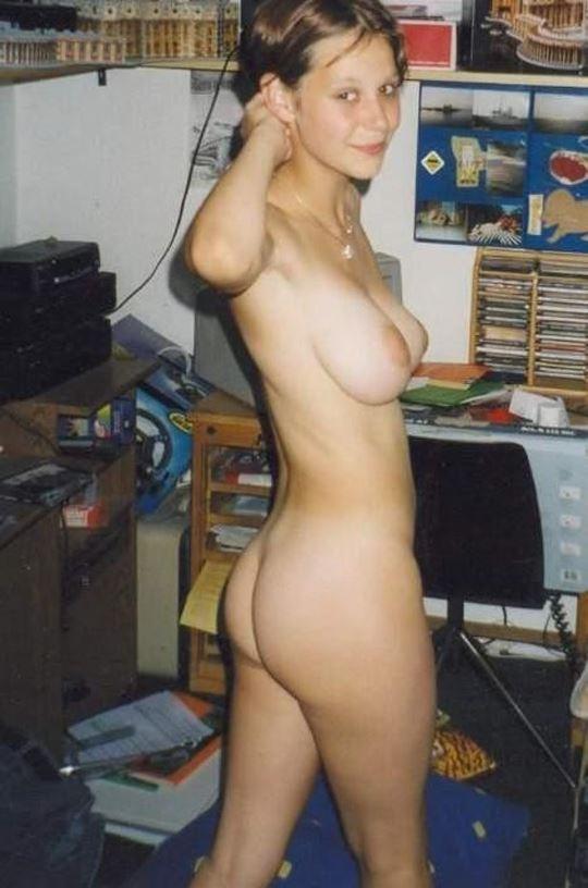 素人美少女の自撮りヌードエロ画像!エロいブラジャー外してオッパイ丸出しwwwww 14 74