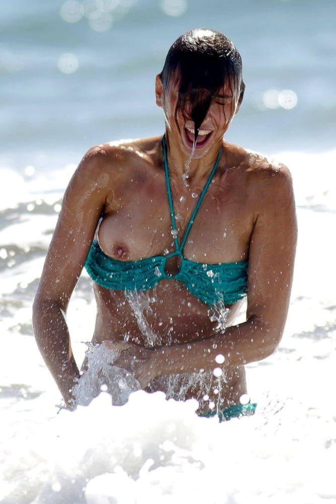 世界のポルノ画像!水着美女が胸の谷間ヤバすぎて勃起回避不能wwwwwwwwww 21 18