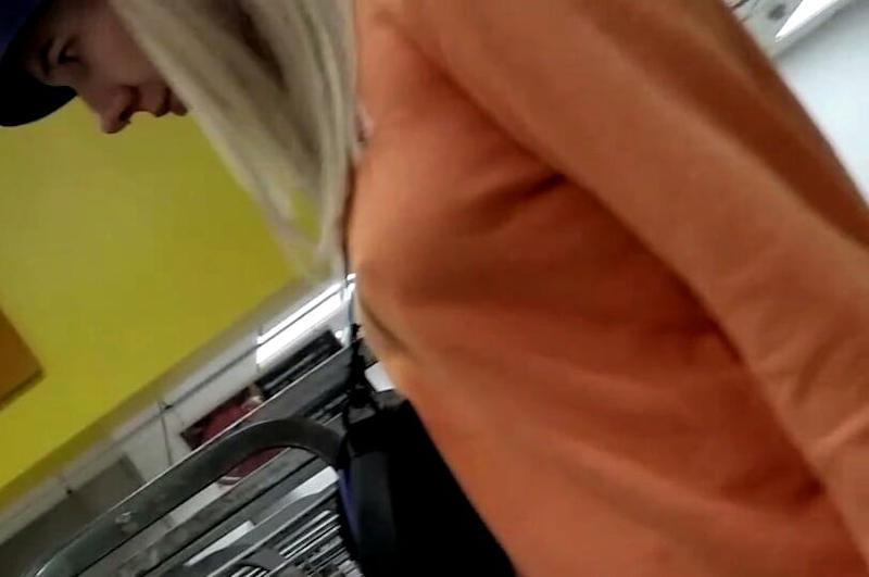 外国人エロ画像wノーブラで乳首フル勃起してる素人外国人がやばいwwww 24 6