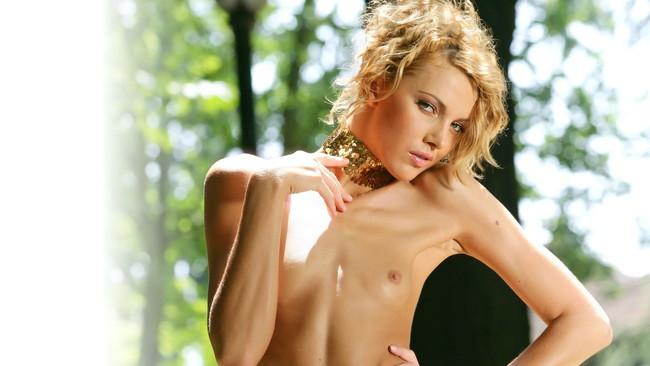 外人エロ画像!スレンダー美女のヌード写真!おっぱい丸出しwマジで抜けるぞ~~~~ 29 38