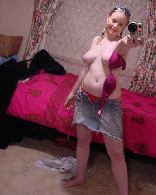 素人美少女の自撮りヌードエロ画像!エロいブラジャー外してオッパイ丸出しwwwww 3 79