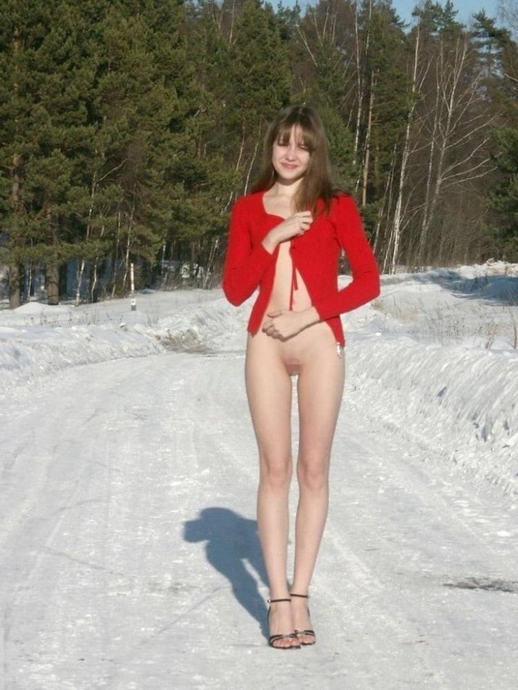 これヤバいだろ!!雪の中で全裸ヌード見せちゃうポルノ外国人エロ画像www 35 32