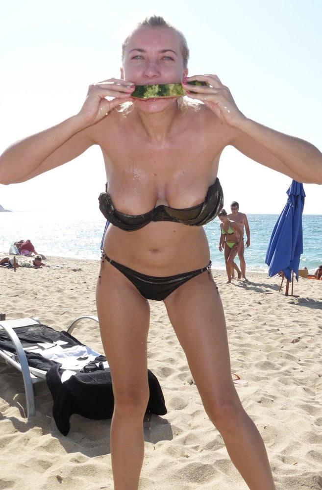 世界のポルノ画像!水着美女が胸の谷間ヤバすぎて勃起回避不能wwwwwwwwww 39 29