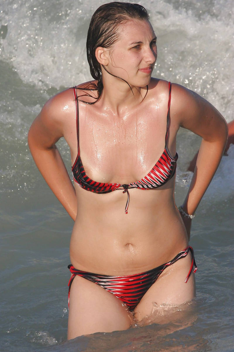 世界のポルノ画像!水着美女が胸の谷間ヤバすぎて勃起回避不能wwwwwwwwww 40 30