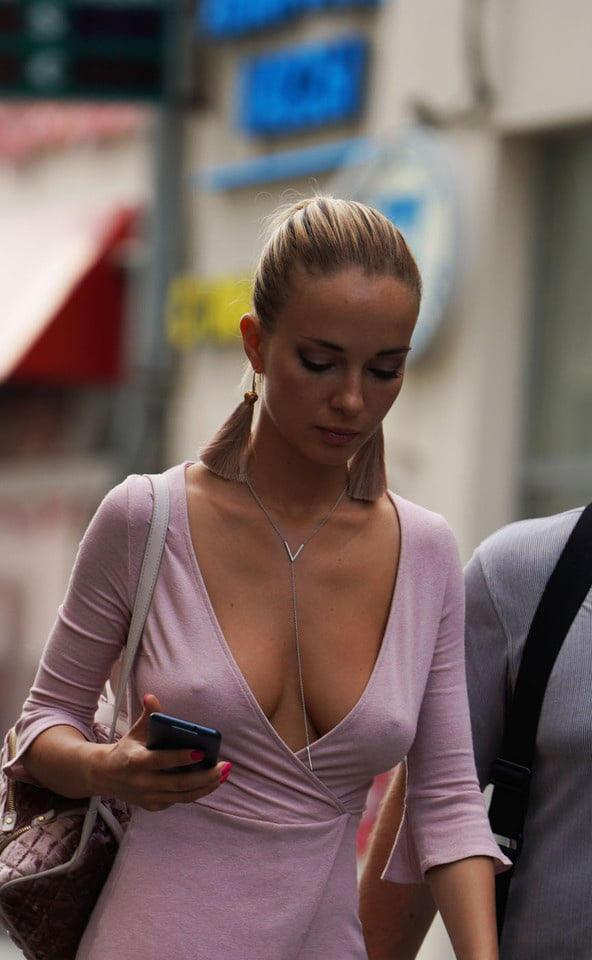 外国人エロ画像wノーブラで乳首フル勃起してる素人外国人がやばいwwww 49 13