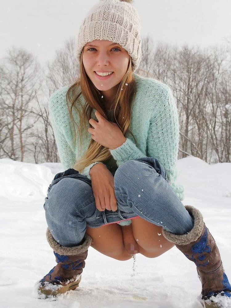 これヤバいだろ!!雪の中で全裸ヌード見せちゃうポルノ外国人エロ画像www 49 35