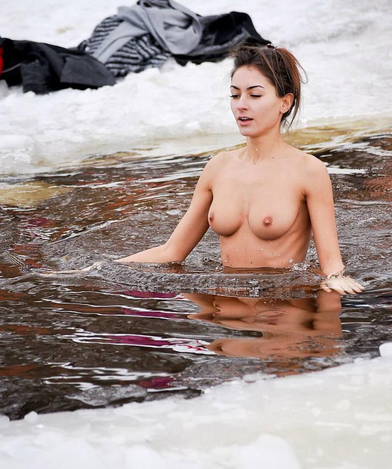 これヤバいだろ!!雪の中で全裸ヌード見せちゃうポルノ外国人エロ画像www 52 34
