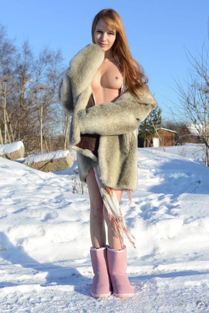 これヤバいだろ!!雪の中で全裸ヌード見せちゃうポルノ外国人エロ画像www 8 19