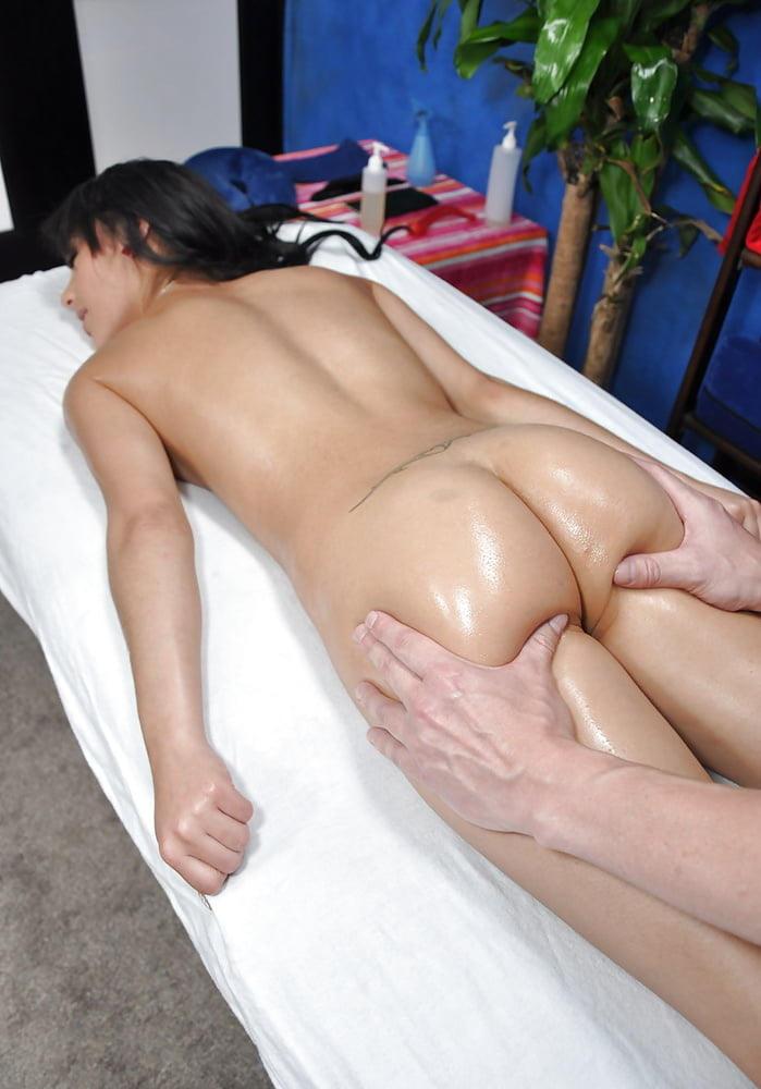 外国人エロ画像w全裸ヌードでえろマッサージwカメラ仕込んで盗撮したったwwwwww 8 5