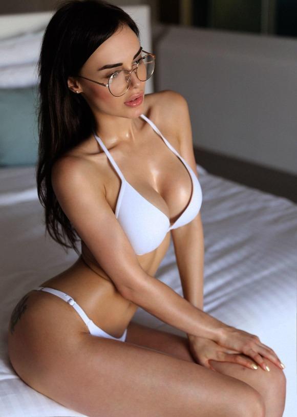 眼鏡の外人エロ画像!スタイル最高の素人がエロしこwwwww 8 53