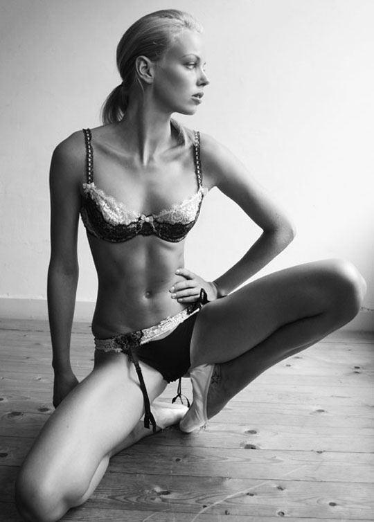 オランダ人 ドリス・モウスwエロ画像!世界の美少女がヌード見せちゃうポルノエロスwwwwwww 8 87