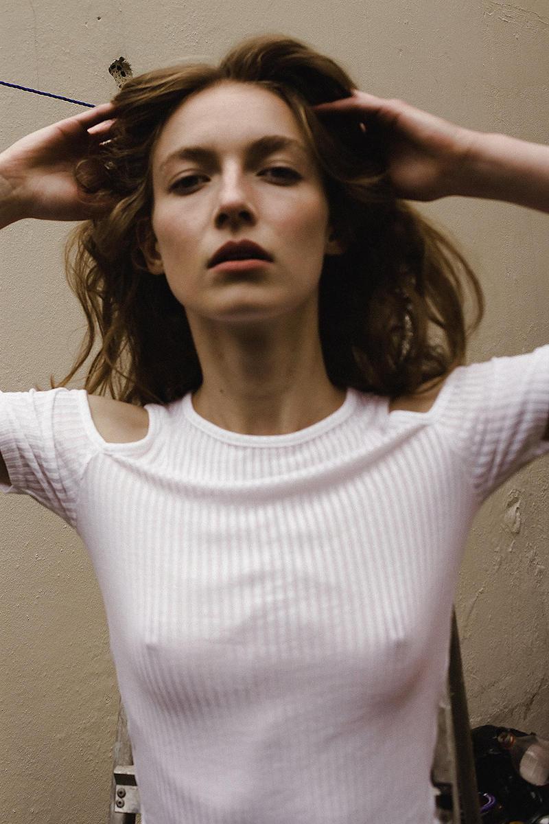 外国人エロ画像wノーブラで乳首フル勃起してる素人外国人がやばいwwww 85 3