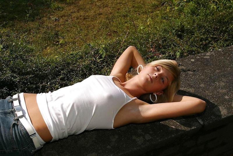 外国人エロ画像wノーブラで乳首フル勃起してる素人外国人がやばいwwww 88 2