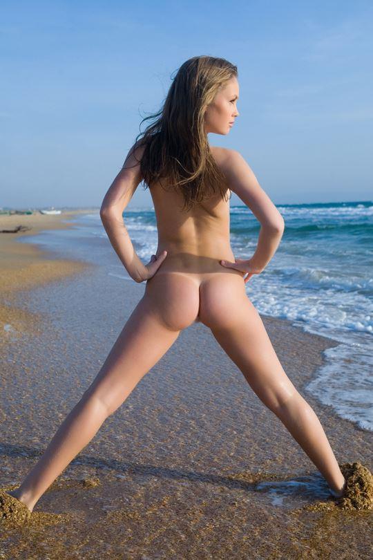 金髪美少女がお外で全裸ヌード貧乳ちっぱい見せちゃうw外国人エロ画像!!! 4 73