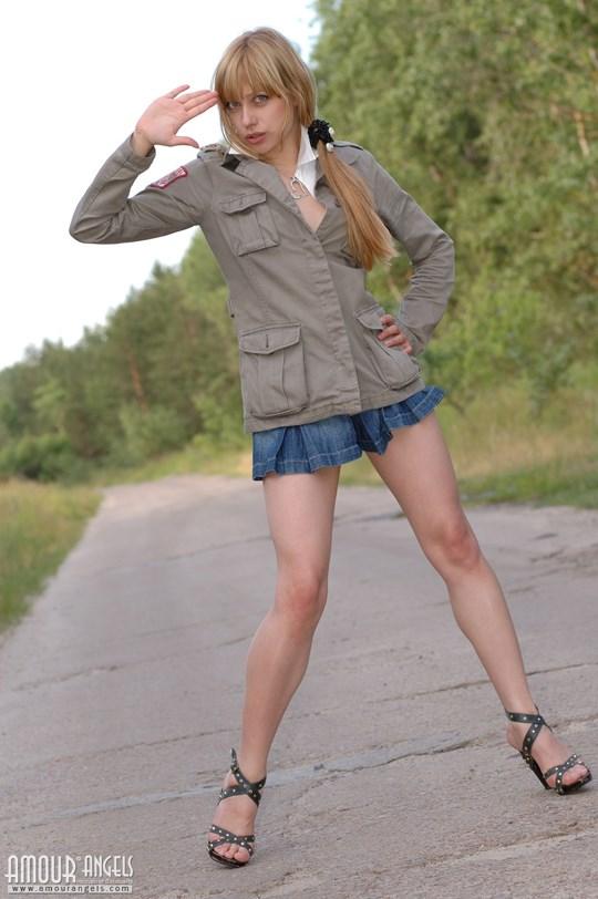 ウクライナのスレンダー美少女のヌード写真世界中にばらまいてみたwww 1 12