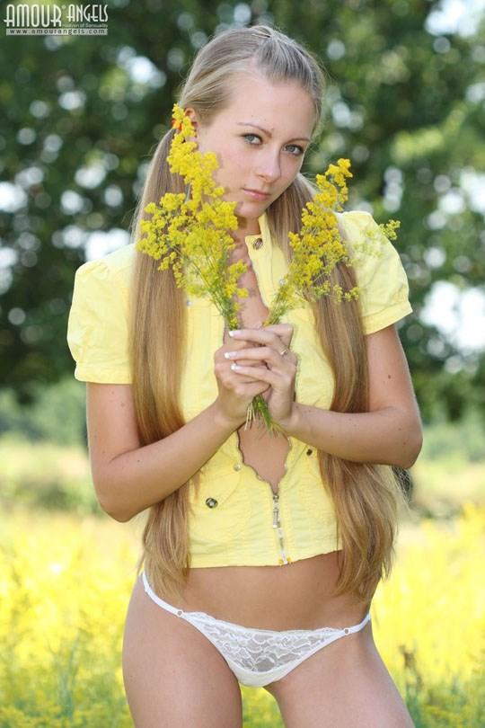 ウクライナの10代美少女がキャンディー舐めてるところってなんかいいね! 1 21