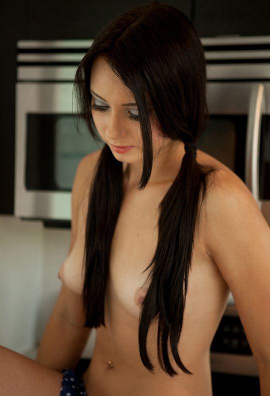 おさげ髪のカワイ子ちゃんが全裸ヌード見せちゃうw外国人エロ画像 13 10