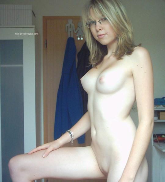 Tumblrで見つけた!!素人の美少女たちがネットでおっぱい丸出ししてるぞwwww 23 3