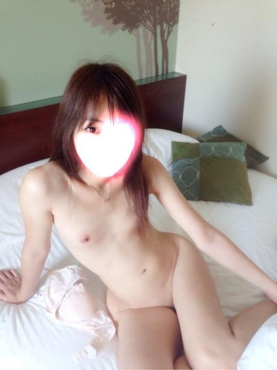 アジアの貧乳ちっぱい美少女が全裸ヌード見せちゃうポルノエロ画像ww 89