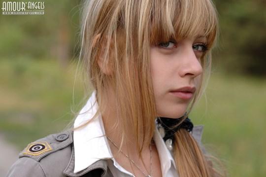 ウクライナのスレンダー美少女のヌード写真世界中にばらまいてみたwww 9 9