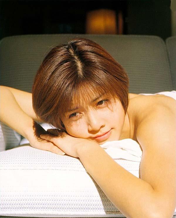 ーーー※内田有紀胸元がやば杉wオッパイ見えそうな芸能人エロ画像!!!! 1 435