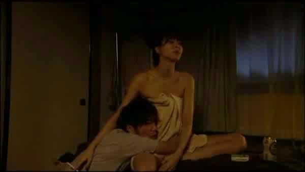 ーーー※内田有紀胸元がやば杉wオッパイ見えそうな芸能人エロ画像!!!! 10 384