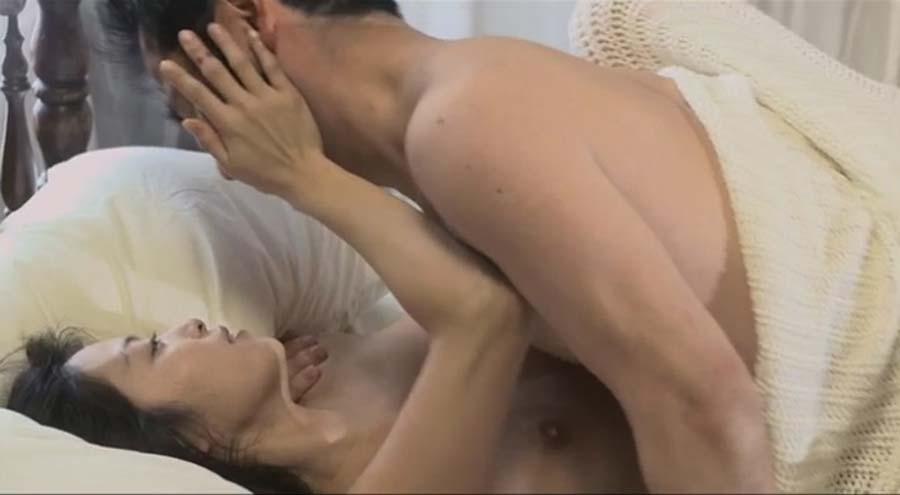 ウソだろ??これAVか?乳首吸われてる岩佐真悠子がエロすぎるぞ!!!!!!! 14 384