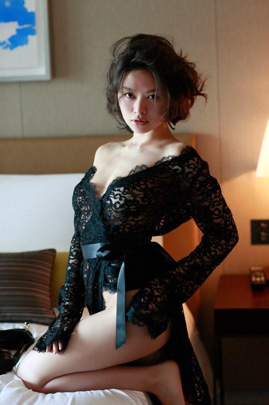 (゚∀゚)キタコレ!!乳首立ってるやん!!吉野紗の過激すぎる週プレ掲載セミヌード!!! 15 314