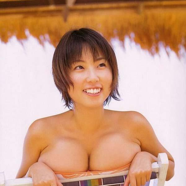 貴重ーーー※MEGUMIが水着から乳首ポロリしちゃう超超超貴重なエロ画像wwwwwwwwwww 15 336