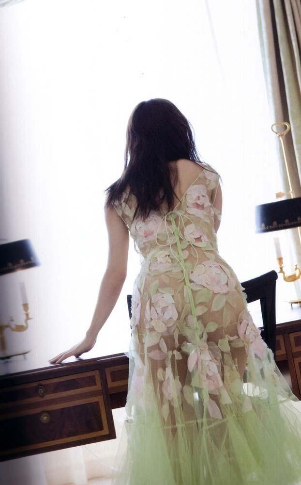 キターーーー※国仲涼子の乳首出ちゃう画像!!!!お宝画像発見!! 19 249
