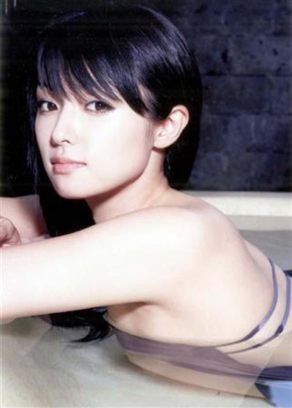 ※削除注意ーーー❖深田恭子のエロしこな水着姿とかなかなか見れないぞwwwwww 2 196
