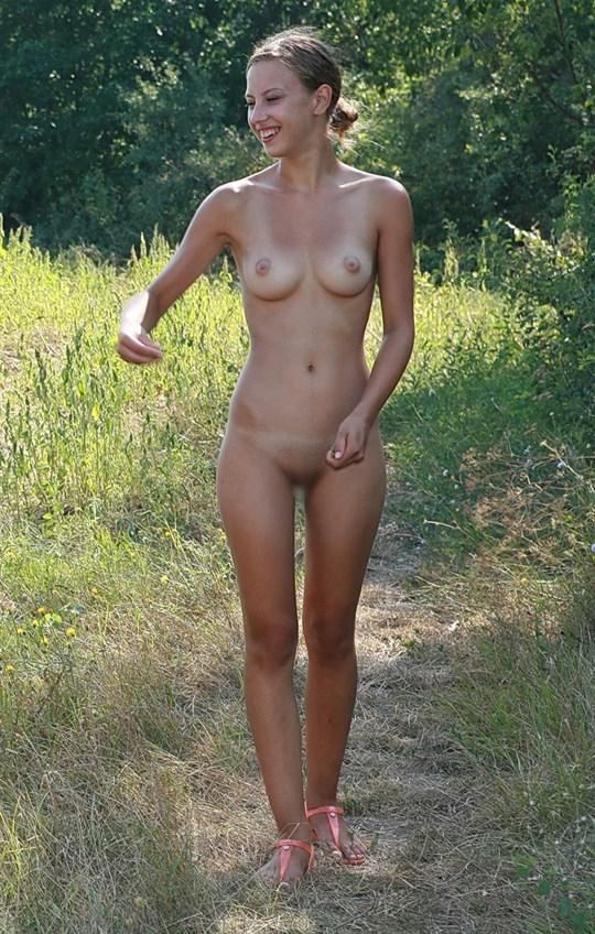 ※速報---❖裸族発見??むっちゃカワイ子ちゃん二人組が全裸で生活してっぞwwwwwww 22 99