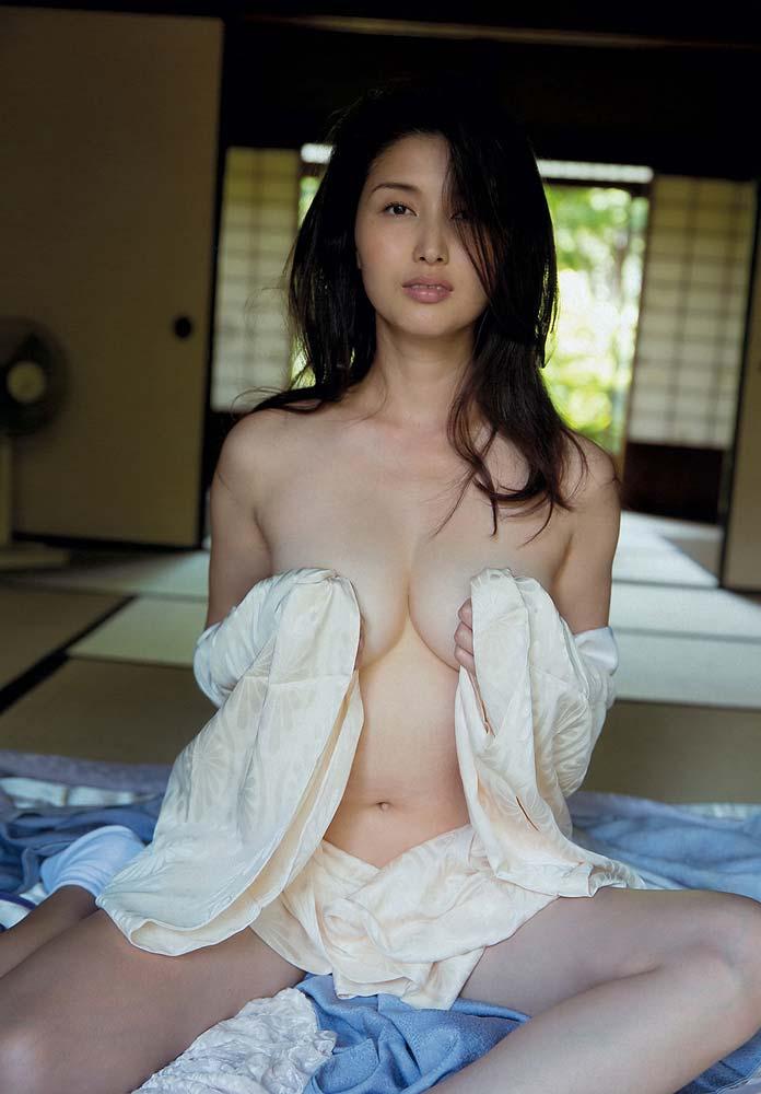 即抜き確定wwww橋本マナミが超イヤラシク全裸ヌードで見せちゃうぞ!!! 24 112