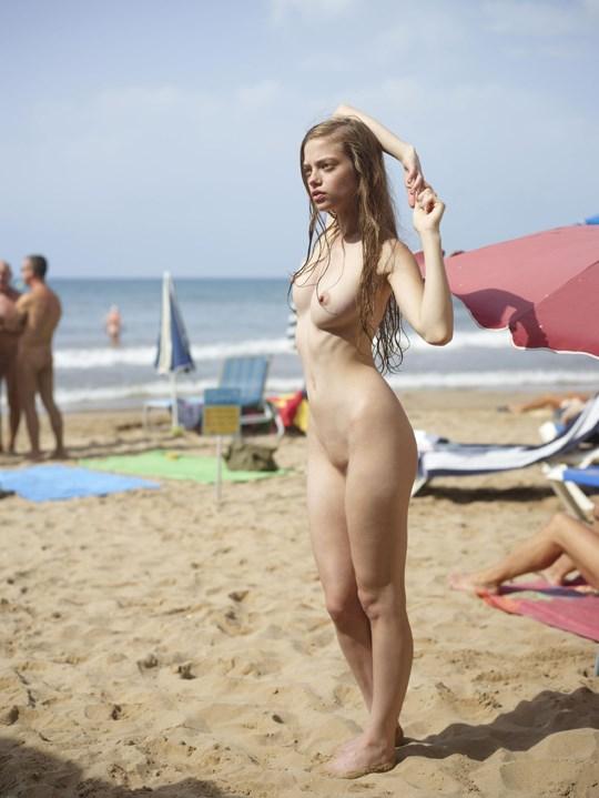 ---❖ヌードビーチで背中に水の入れ墨入れてる女のコのオッパイオマンコ●見せのエロ画像wwwwwwwwwwwwwww 25 65