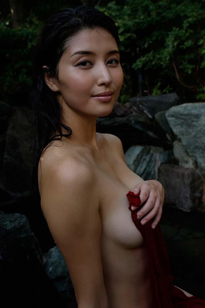 即抜き確定wwww橋本マナミが超イヤラシク全裸ヌードで見せちゃうぞ!!! 27 90