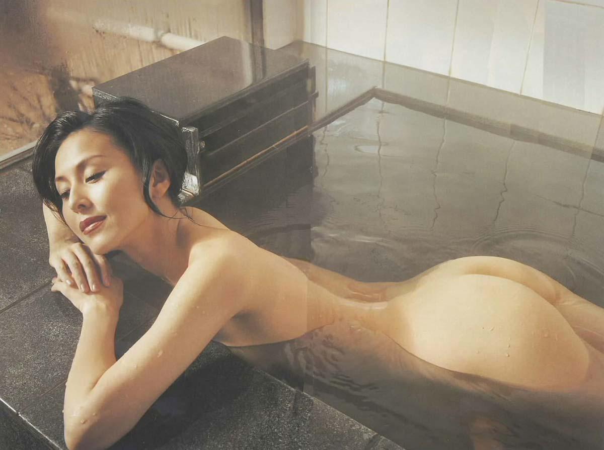 お宝画像発見!!杉本彩の若い時のマン毛と乳首丸出し画像wwwwwwwwww 4 374