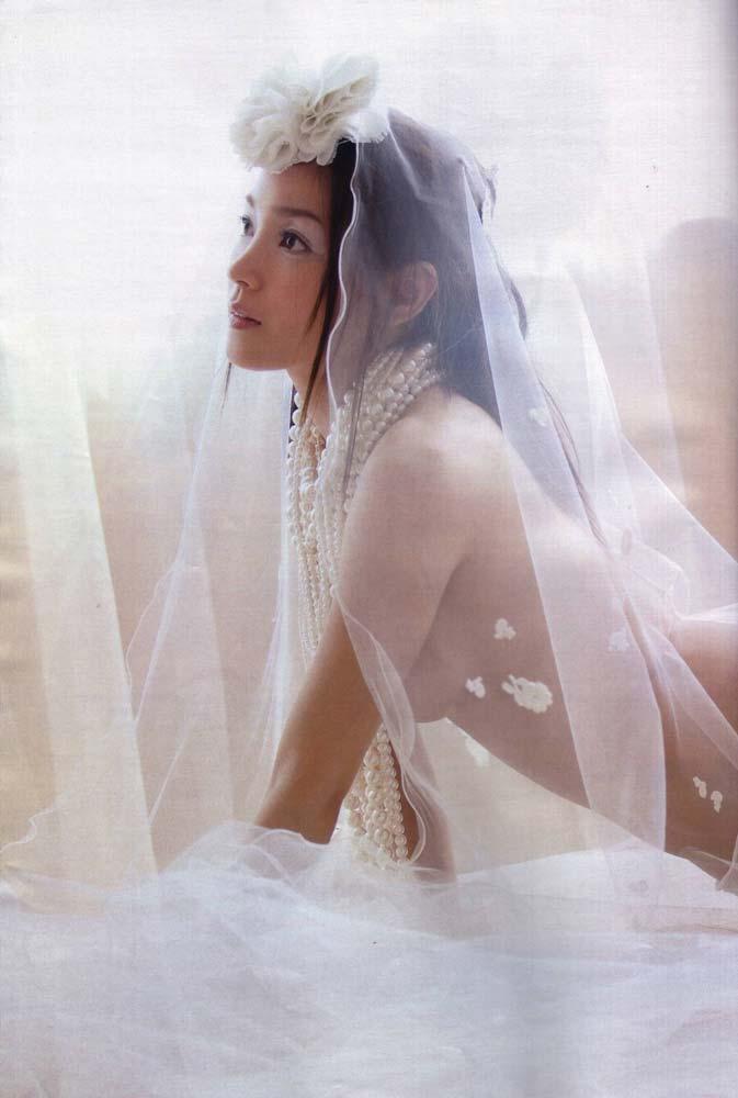 キターーーー※国仲涼子の乳首出ちゃう画像!!!!お宝画像発見!! 4 432