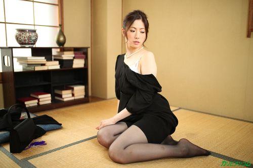 色気ある美熟女が男たちに犯されて感じるエロ画像wwwwwwww 5 173