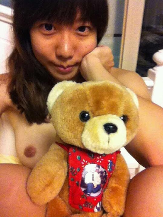 ◇台湾の少女がネットで自撮りヌードだしてネットがざわついてるぞwwwwwwwwwwwww 5 228
