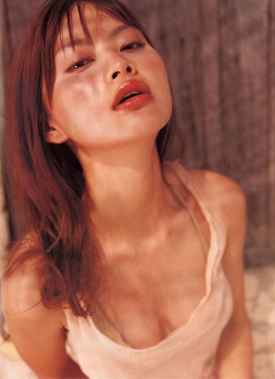 ★---❖吉野紗香の超色っぽいセミヌード画像見つけたから見てくれwwwwwwwwww 5 393